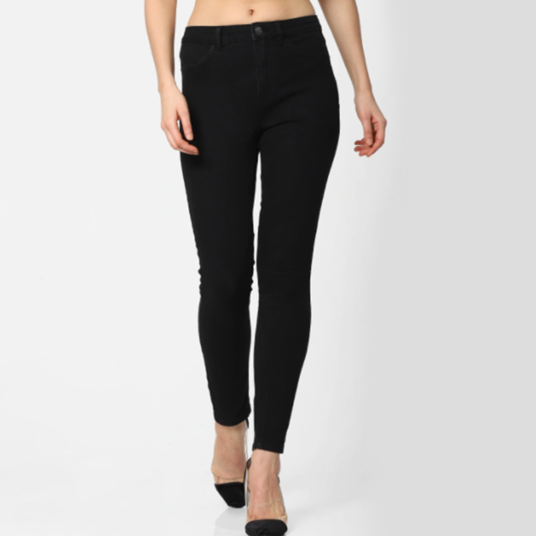Women Black Skinny Fit High-Rise Clean Look Stretchable Cropped Jeans