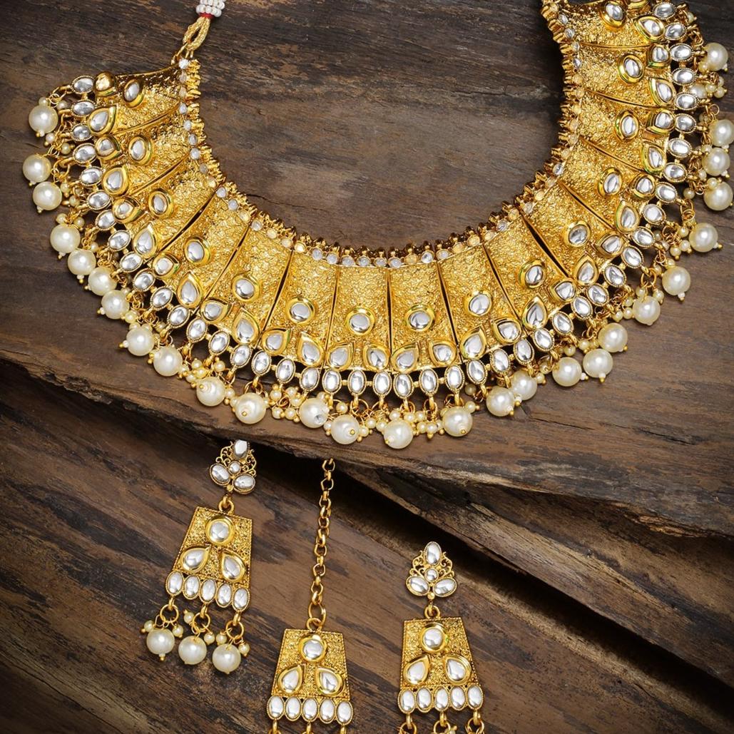 Zaveri Pearls Traditional Kundan & Pearls Bridal Jewellery Set